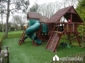 Speeltoestel Kleine Tuin : Speeltoestellen in de particuliere tuinen kunstgrashuis bv